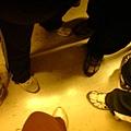 每個人都穿慢跑鞋,因為大家都有空!!!:D