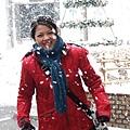 為了搭配紅色外套_一定要擺滑雪動作的Winni.JPG