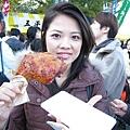 這一隻烤雞腿,只要300日圓ㄟ,好便宜喔!!