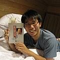 12/24那天,我們自己舉辦了抽獎活動!紳江抽到爸爸送的書:杜拉克精選