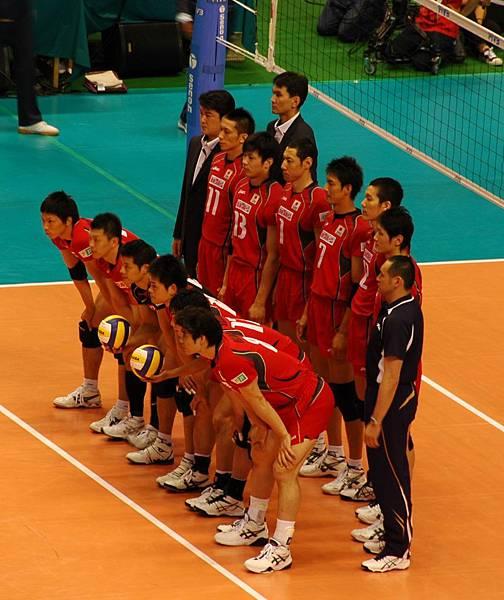 幫日本隊 來張團體照