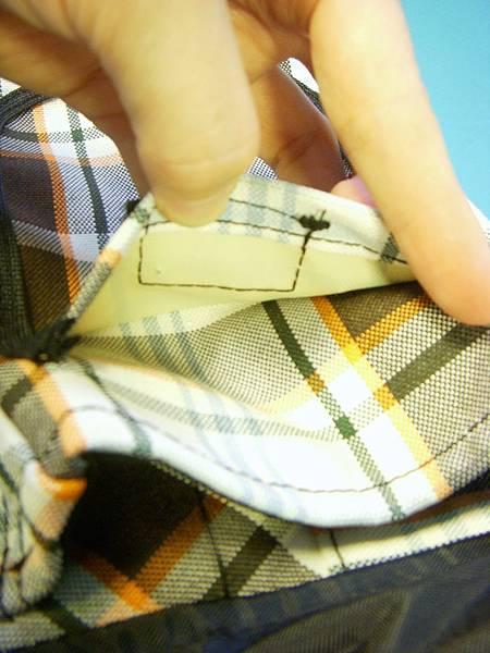 小口袋內側貼皮設計,觸摸質感加分