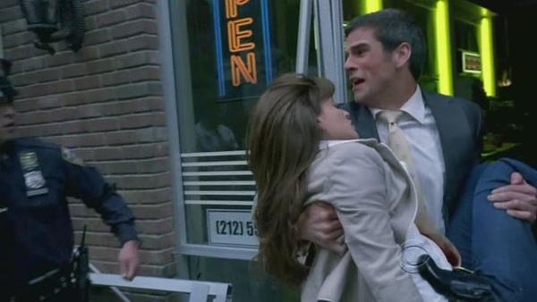 CSI.NY.S05E25.Pay.Up.HDTV.XviD-FQM[(004932)17-03-40].JPG