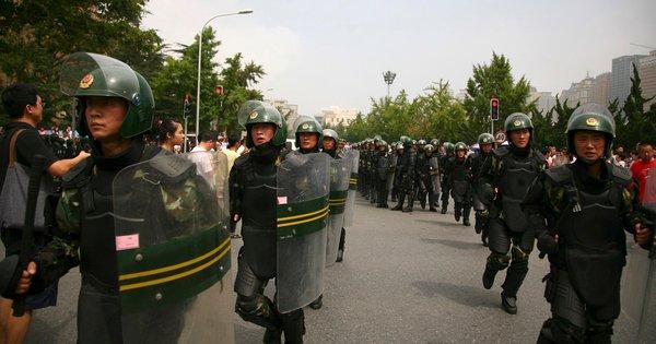 大連市出動抗暴警察
