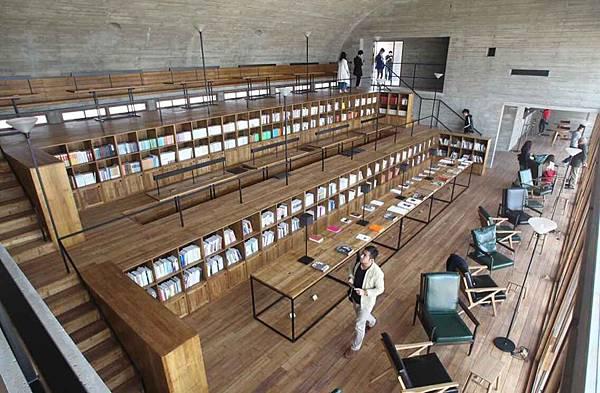 三聯書店海邊公益圖書館