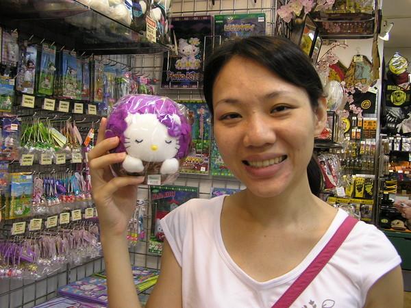嘉祥送我的蜜月禮物----薰衣草kitty----他堅持要買,這是有原因的
