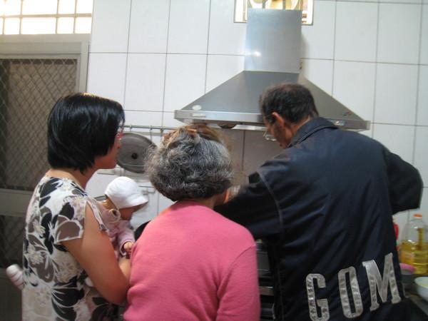 正在製作紅豆餡~