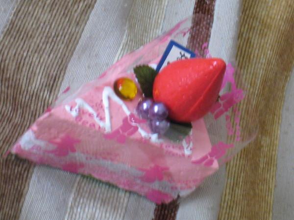 夏美大人送我的生日禮物~~~手工草莓假蛋糕~