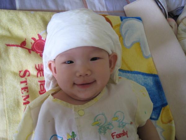 妹~頭上是她的手帕~當然是我弄上去的~