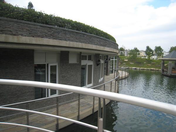 另外蓋的游泳池和SPA還有水療浴池~