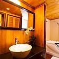 Aphrodite Cruises Bathroom 02.jpg