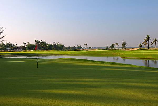 Montgomerie Links-01.jpg