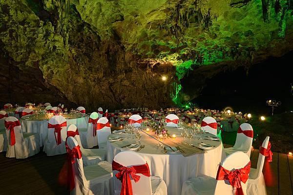 Cave Dinner-04.jpg