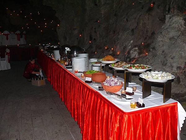 Cave Dinner-07.JPG
