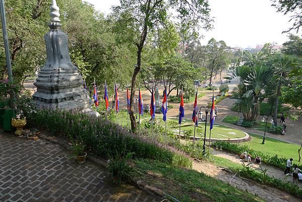 Wat Phnom-01.jpg