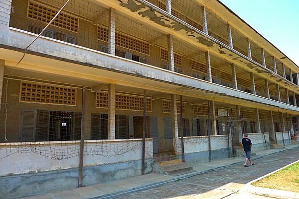 Tuol Sleng Museum-02.jpg