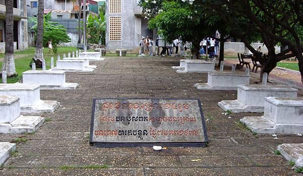 Tuol Sleng Museum-07.jpg