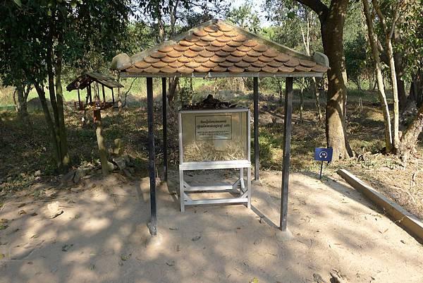 Choeung Ek Memorial-01.jpg