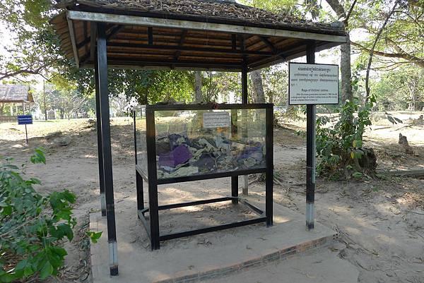 Choeung Ek Memorial-02.jpg