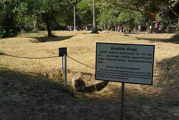 Choeung Ek Memorial-06.jpg