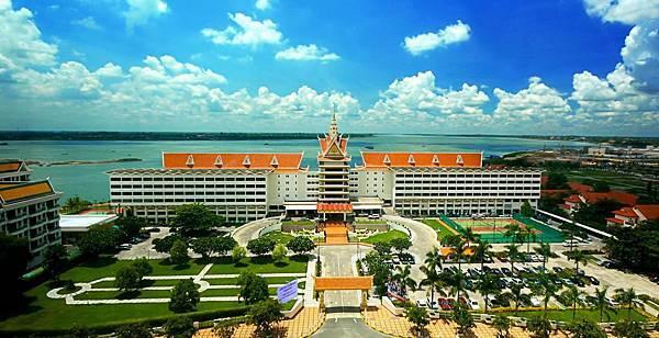 Hotel Cambodiana.jpg
