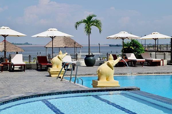 Hotel Cambodiana-03.jpg