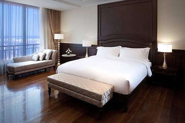 Sofitel Phnom Penh - Opera Suite bedroom.jpg