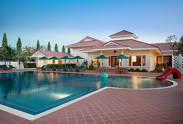 Sofitel Phnom Penh - Sport Club Pool.jpg