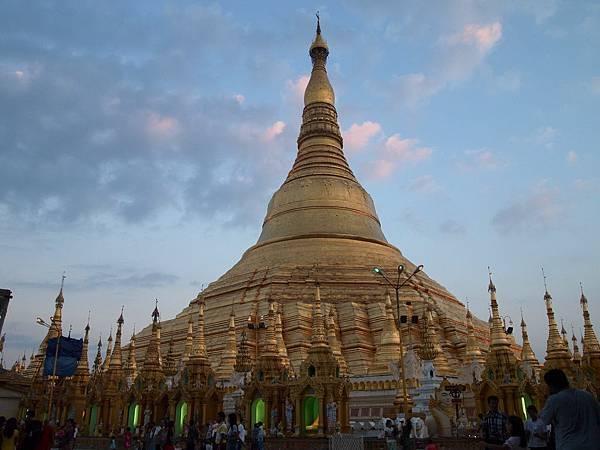 Shwedagon Pagoda-02.jpg