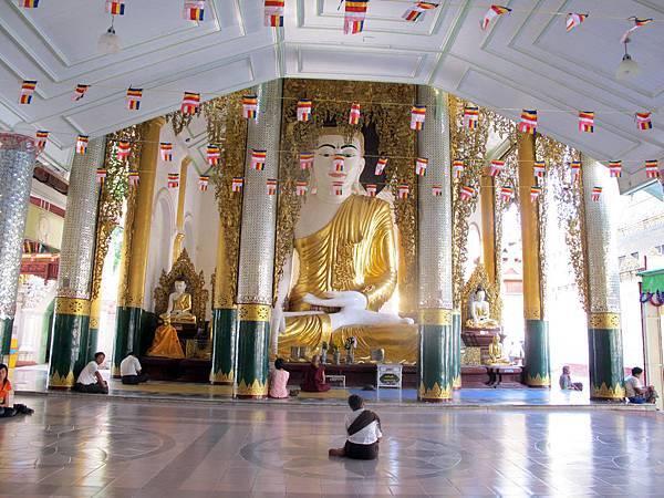 Shwedagon Pagoda-04.jpg