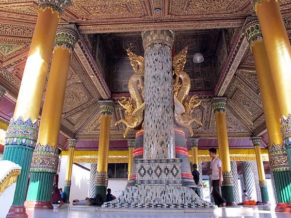 Shwedagon Pagoda-05.jpg