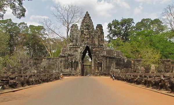 Angkor Thom South Gate.jpg