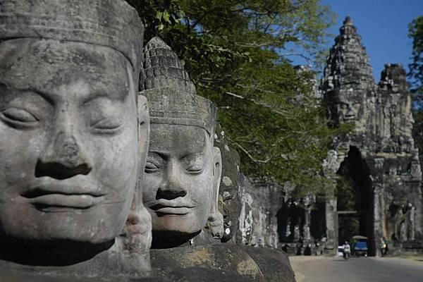 Angkor Thom South Gate-01.jpg