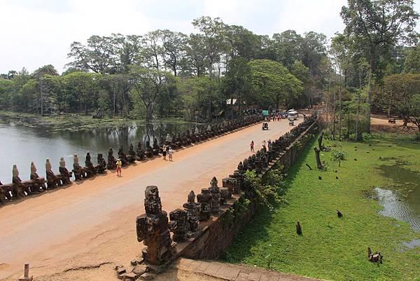 Angkor Thom South Gate-03.jpg