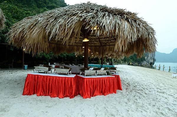 Beach Dinner-02.jpg