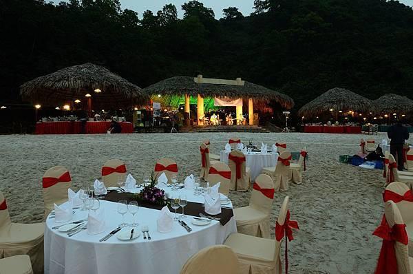 Beach Dinner-03.jpg