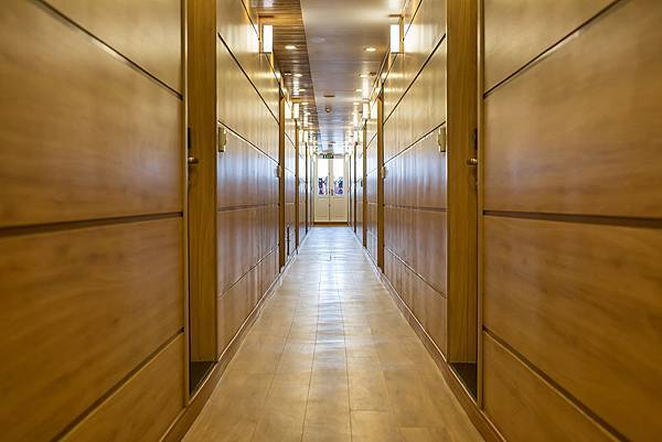 LA VELA PREMIUM-Corridor.jpg