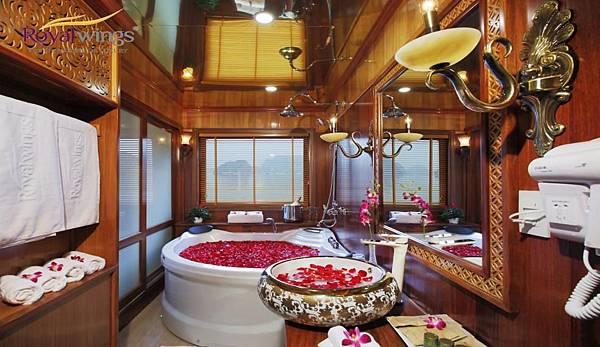 ROYAL WING CRUISE-Ensuite_Bathroom.jpg