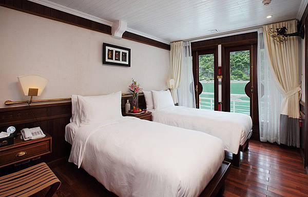 AU CO CRUISE-deluxe-cabin.jpg