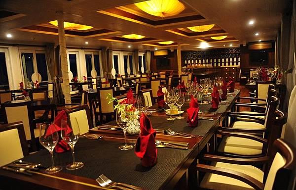 AU CO CRUISE-luxury-restaurant.jpg