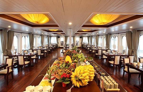 AU CO CRUISE-restaurant.jpg