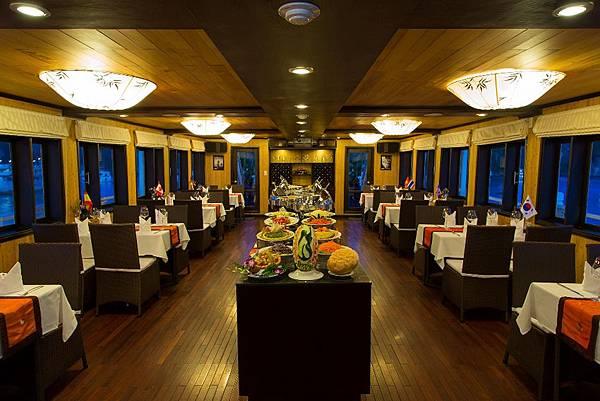 SYRENA CRUISES-Restaurant.jpg