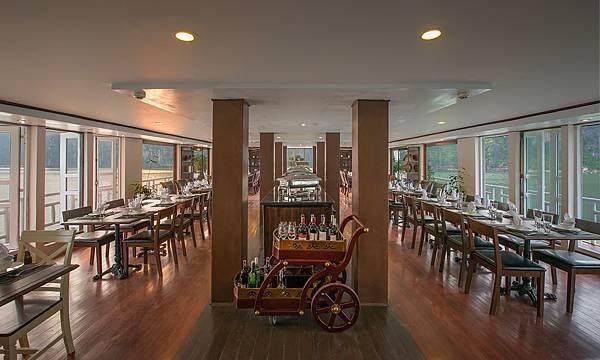 LA VELA CLASSIC -Dining01.jpg