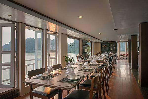 LA VELA CLASSIC -Dining02.jpg