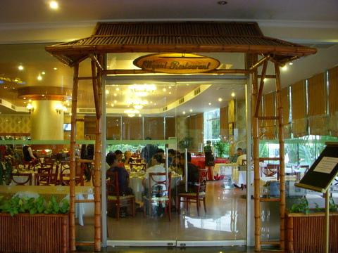 Elegant restaurant.JPG