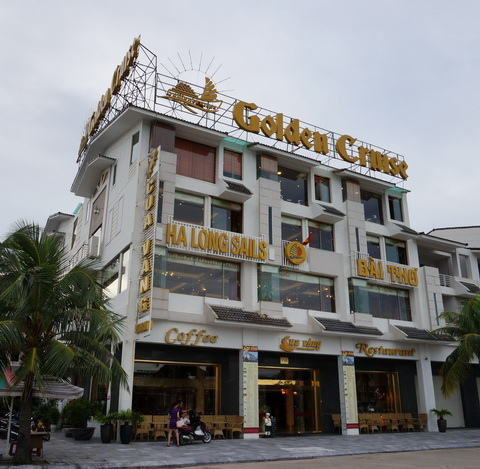 Cua Vang Restaurant Tuan Chau.JPG