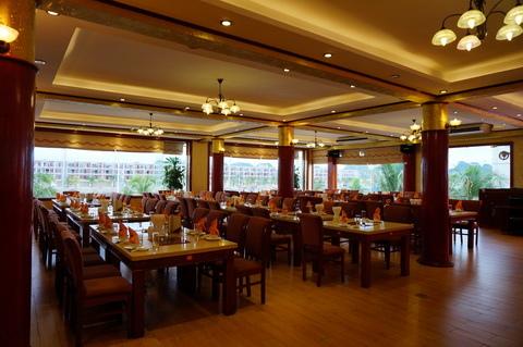 Cua Vang Restaurant Tuan Chau-3.JPG