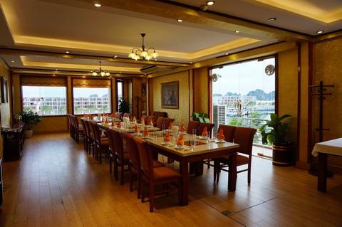 Cua Vang Restaurant Tuan Chau-8.JPG