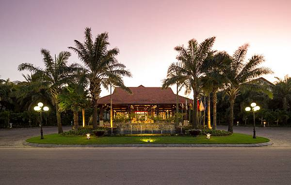 GOLDEN SAND RESORT HOIAN.jpg