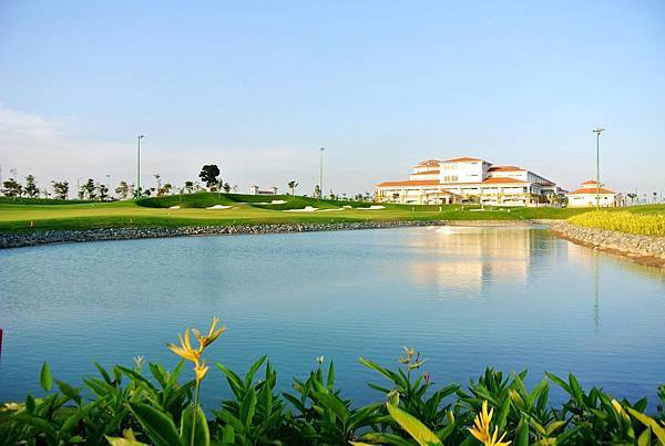 Tan Son Nhat Golf-01.jpg